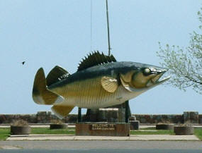 Giany walleye statue in Garrison Minnesota
