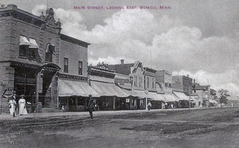Main Street looking east, Bemidji Minnesota, 1911