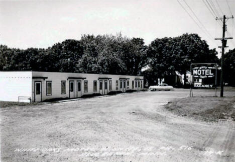 White Oaks Motel, Blue Earth Minnesota, 1940's