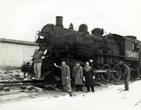 Moving the D&IR steam locomotive 347 to the Museum of Mining, 1953