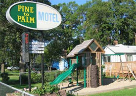 Pine to Palm Motel, Detroit Lakes Minnesota