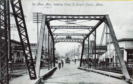 Demers Avenue looking east, East Grand Forks Minnesota, 1908