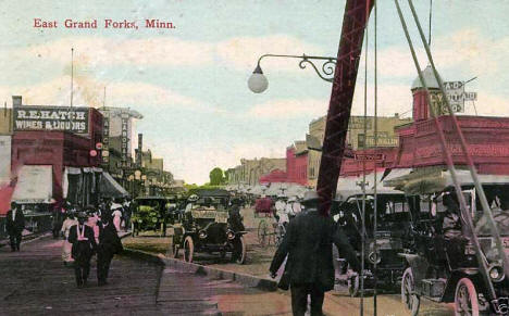 Street scene, East Grand Forks Minnesota, 1915