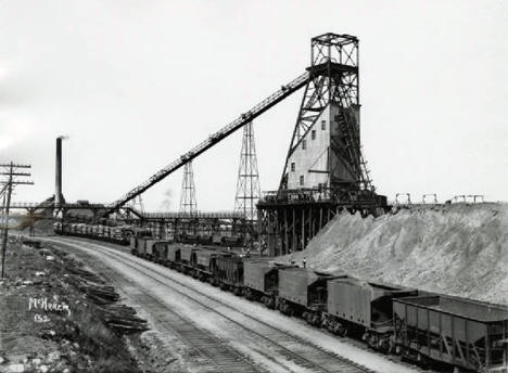 Pioneer Mine shaft B and power house, Ely; Oliver Iron Mining Company, 1915