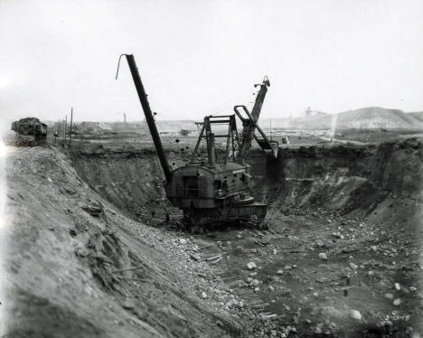 Bucyrus 320B steam shovel in Seller pit of Hull-Rust mine, Hibbing, 1918