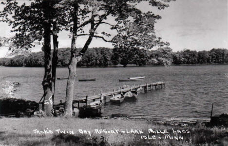 Jack's Twin Bay Resort on Lake Mille Lacs, Isle Minnesota, 1950's?