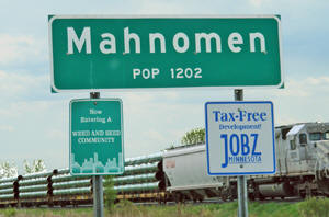 Mahnomen Minnesota Population Sign