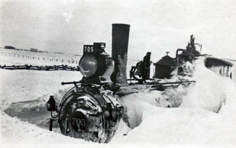 Great Northern engine stuck in snow, Morris Minnesota, 1917