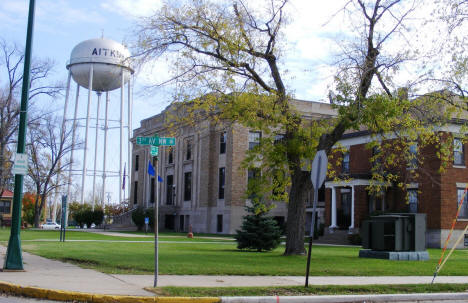 View of the Aitkin County Courthouse and Aitkin City Water Tower, 2007