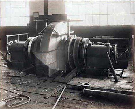 Car wheel lathe in Duluth, Missabe and Northern Railway shop, Proctor, 1915