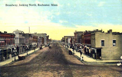 Broadway looking north, Rochester Minnesota, 1900's