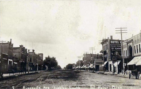 Minnesota Avenue looking south, St. Peter Minnesota, 1910's?