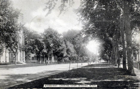 Broadway looking east, Winona Minnesota, 1909
