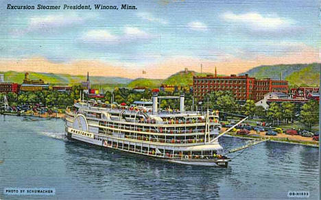 Excursion steamer President at Winona Minnesota, 1940