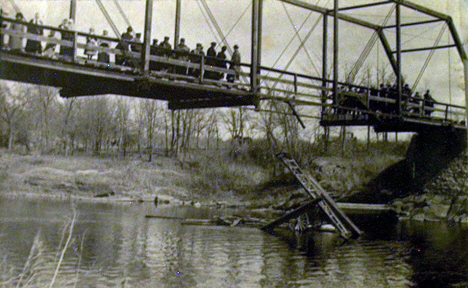 Partial bridge collapse, Renville Minnesota, 1914