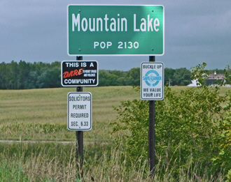Mountain Lake Minnesota population sign