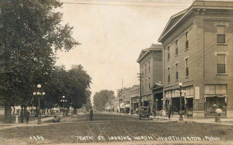 Tenth Street looking north, Worthington Minnesota, 1914