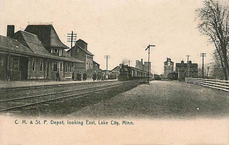 C. M. and St. P. Depot looking east, Lake City Minnesota, 1906